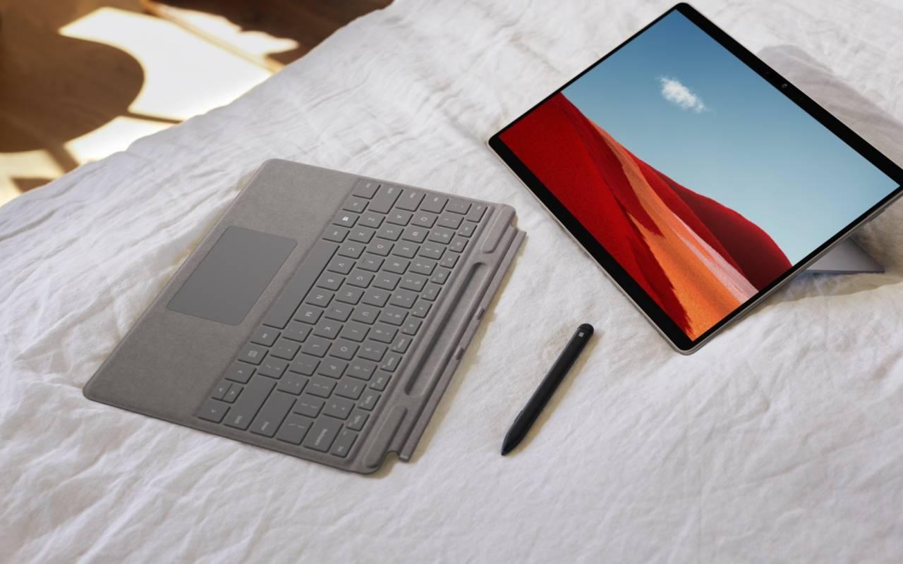 Fotografía de Surface Pro X con Windows 10 ARM, teclado y lápiz