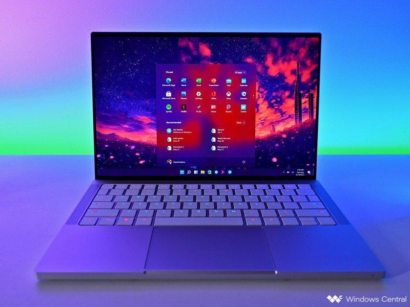 Laptop Razerbook de arranque con Windows 11