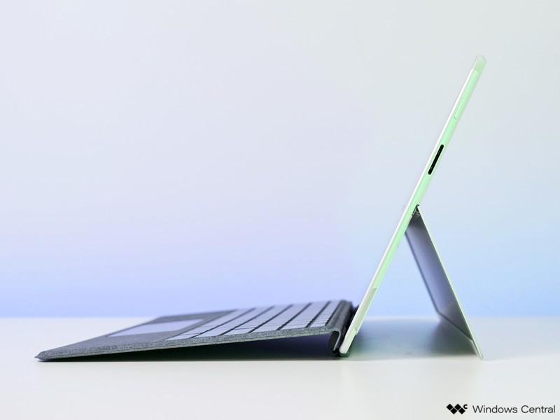 Lado de Surface Pro X Sq2