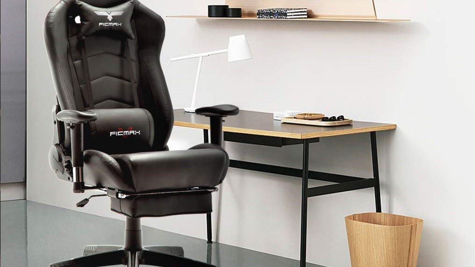 La silla de juego Ficmax con un reposapiés adjunto.
